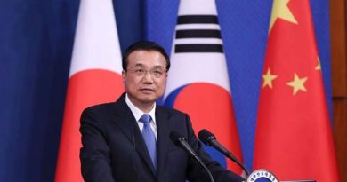 Chinese_Premier_Li_Keqiang_China-ROK-Japan_meeting_cropped