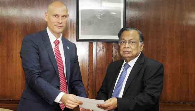 Newly appointed Representative of the FAO in Bangladesh Robert Douglas Simpson presents his credentials  to Bangladesh Foreign Minister.