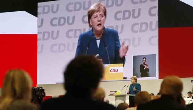 Germany Chancellor Angela Merkel receives rapturous applause from her Christian Democrats .