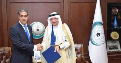 The Consul of Iraq Presents Credentials to OIC Secretary General