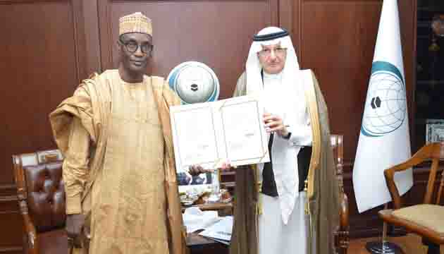Secretary General receives credentials of Chad'sPermanent Representative to OIC