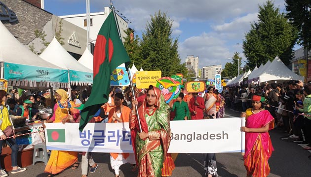 "Active and colourful participation of the Embassy of Bangladesh, Seoul in the ""Itaewon Global Village Festival 2019."